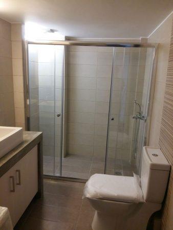 ολοκλιρομενο μπάνιο μετά την ανακαίνιση