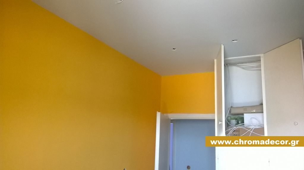 Εσωτερική θερμομόνωση και βάψιμο δωματίου
